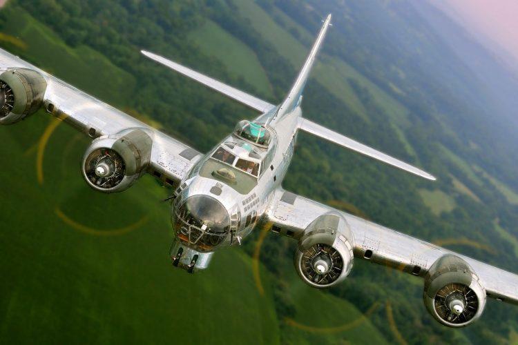 """B-17 BOMBER """"SENTIMENTAL JOURNEY"""" AT HANOVER AIRPORT"""